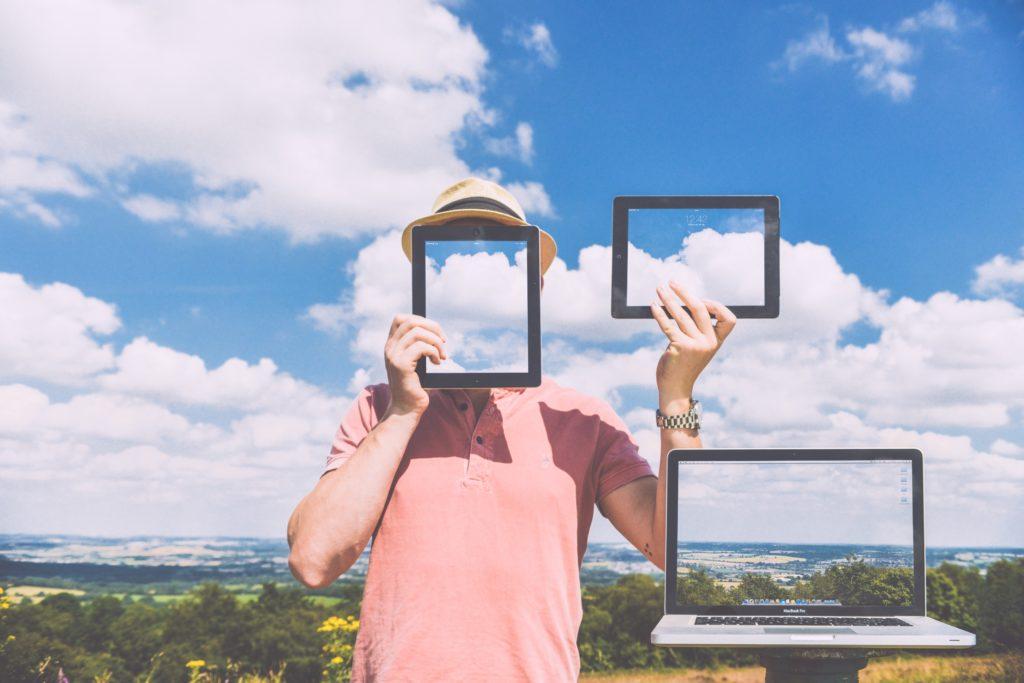 man with screens - fleetsmith